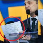 Шпаргалка Зеленского на русском рассмешила пользователей сети Дебаты