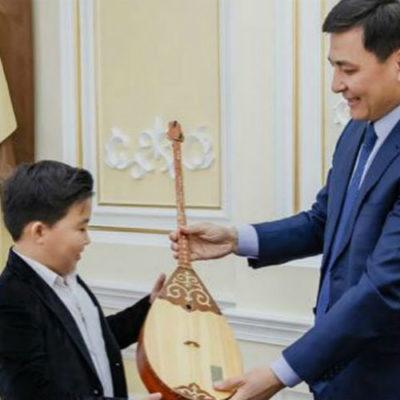 Ержан Максим получил подарок от акима
