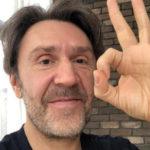 Сергей Шнуров опубликовал едкий стих об эпохе обнуллениума в России